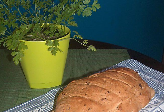 Hleb sa maslinama susenim paradajzom i ruzmarinom