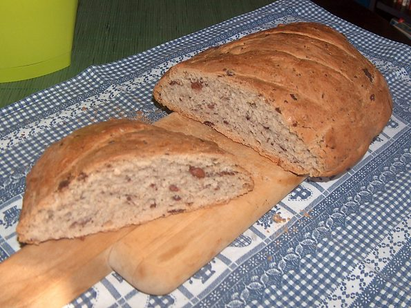 hleb-sa-maslinama-i-ruzmarinom1